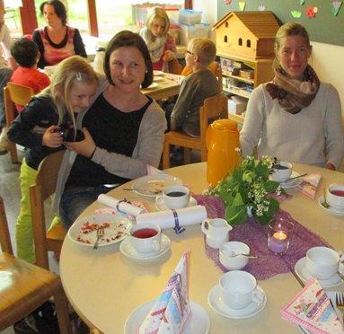 Kiga 2014 Muttertag Kaffeetrinken